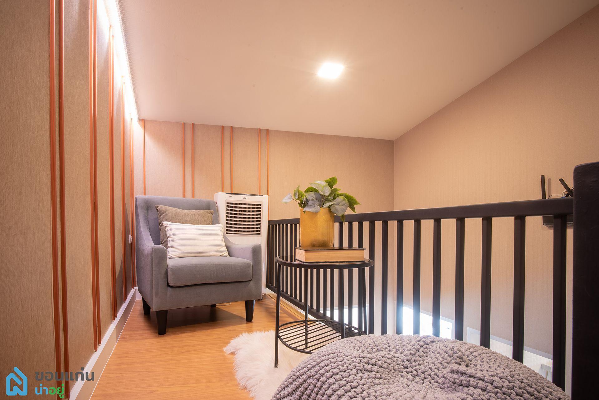 ชั้น 2 ครึ่ง สามารถจัดเป็นมุมนั่งชิล หรือจะเป็นห้องพระก็ได้