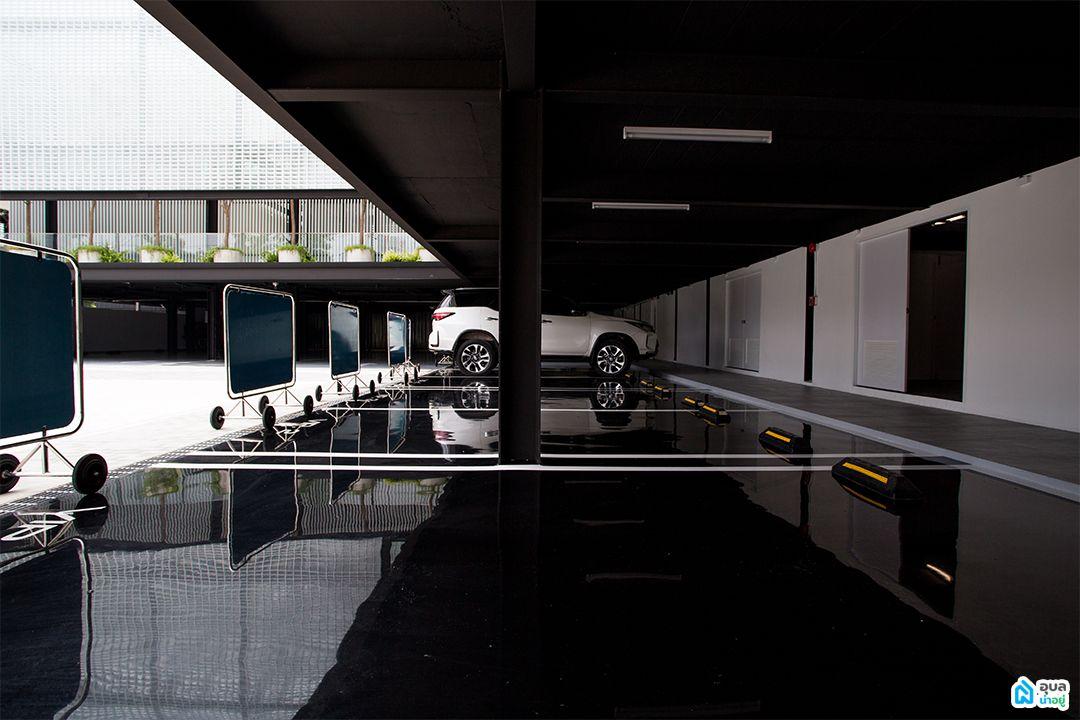 WIND Clinic - ลานจอดรถ